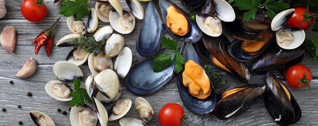 El mar nos regala alimentos ricos en yodo en forma de mariscos como los mejillones y las gambas